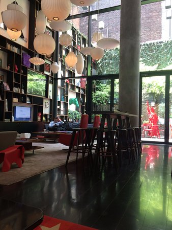 citizenM New York Times Square: Lobby / Relaxing area