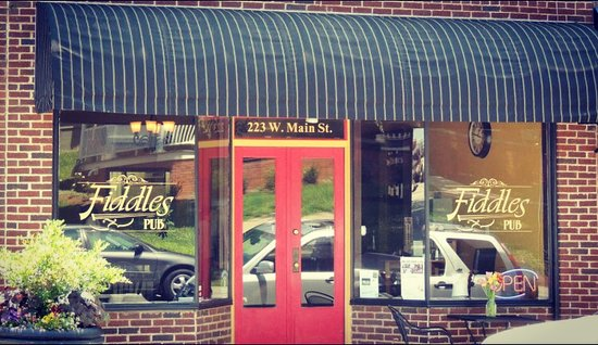 Fiddles Pub: Front entrance