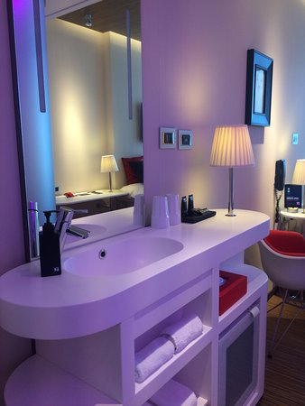citizenM New York Times Square: Part of the bathroom (Shower+ toilet in seperate space of the bedroom)