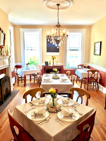 Hummingbird Inn: Guest Dining Room where the daily 3-course gourmet breakfast is served