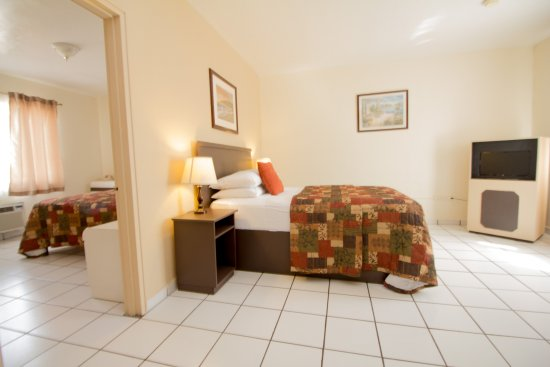 Parkway Inn Airport Motel: Family Suite