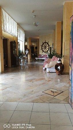 Hotel Italia: entrata, sulla sx, vista dalla sala colazione