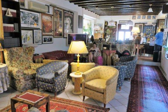 Hotel Elimo Photo