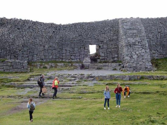 Aer Arann Islands: The walls of Dun Aonghasa.