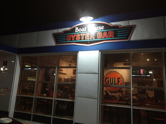 Puckett's Boat House: OYSTER BAR