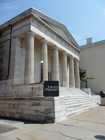 Erie Art Museum: looks like U.S. Supreme Court building