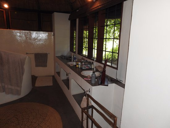 Luangwa River Camp: Large bath with double sink and vanity. Huge shower and a tub.