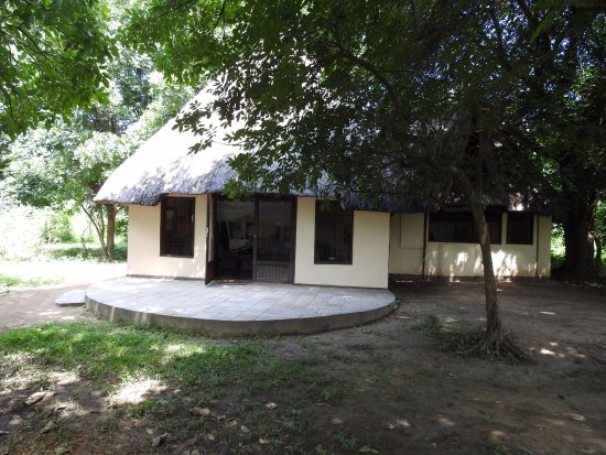 Luangwa River Camp: Exterior of chalet.