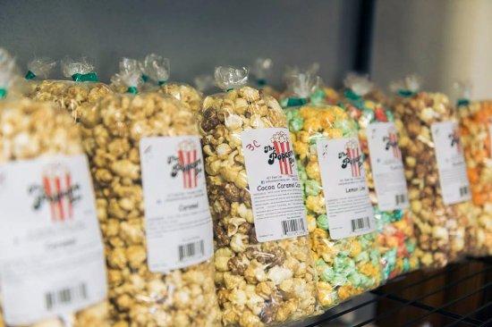 Poky Popcorn Shop: Lots of flavors to choose from!