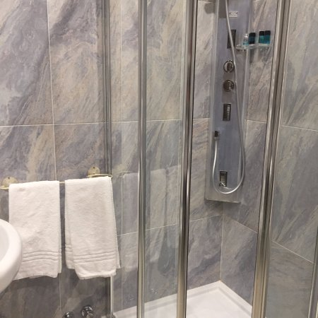 Alla Torre: El baño, muy amplio y cómodo
