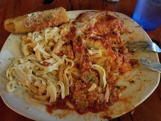 Nonna Lisa's Italian Ristorante: Slapped on a plate!
