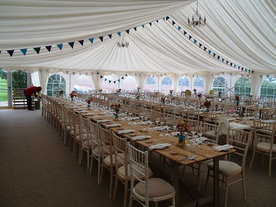 Goathurst, UK: Marquee attached to the farmhouse accommodates about 140 wedding guests
