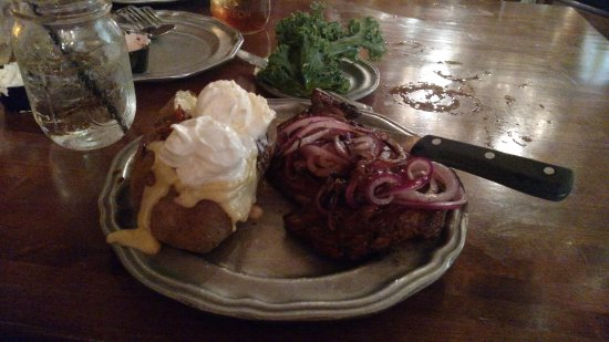 Grand Rivers, Κεντάκι: Description: Rib Loin with (semi) sauteed onions and a loaded baked potato
