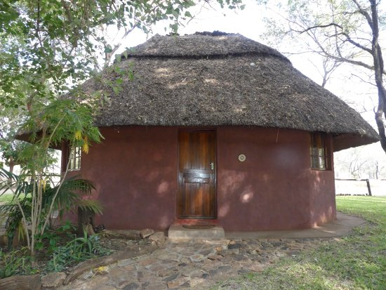 Great Accommodation - Lovely setting on the Bubi River