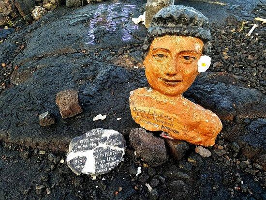 Pahoa, Hawaï : Art along the walk to the beach