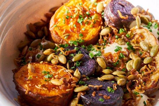Collingwood, Australien: Baked Potatoes, pumpkin seeds, creme fraiche, chives - Travis Goodlet