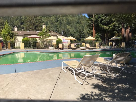 West Sonoma Inn & Spa: Green, closed pool #unfiltered