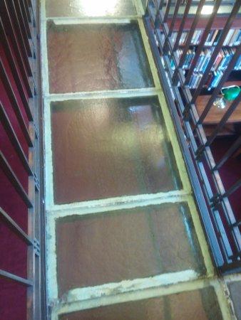 Frankfort, KY: Law library glass floor walkway