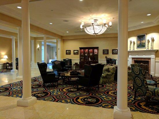 Wyndham Gettysburg: A view of the lobby.