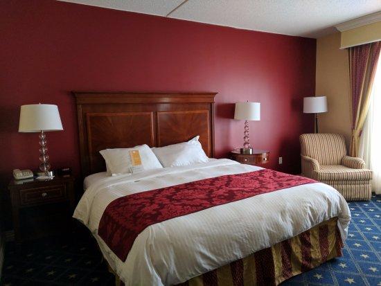 Wyndham Gettysburg: A standard king room.