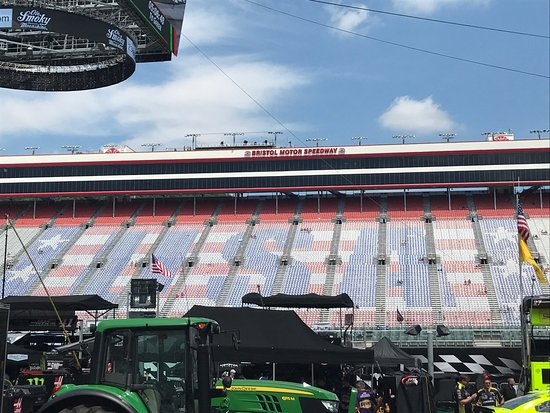 Bristol motor speedway tn top tips before you go with for Lodging near bristol motor speedway