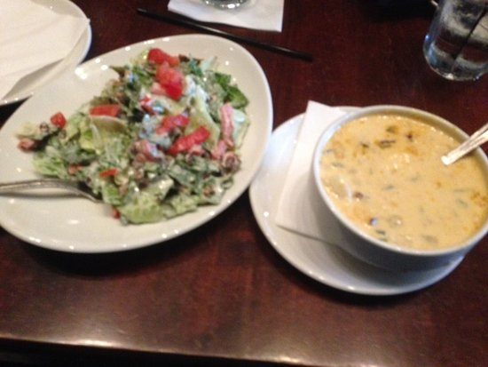 Morrisville, Carolina del Norte: Chicken Chipotle Soup and BLT Salad