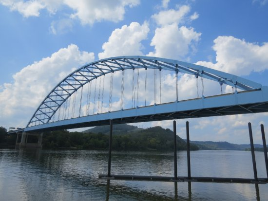 Moundsville, Wirginia Zachodnia: 12th Street Bridge over the Ohio River