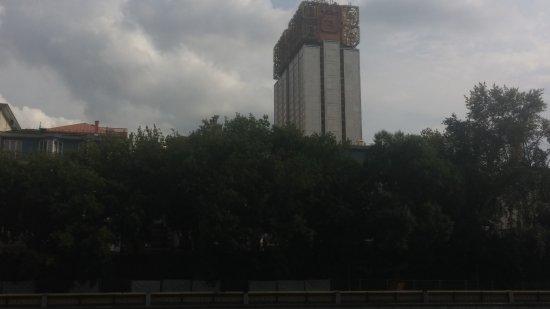 Столичная Судоходная Компания - речные прогулки по Центру Москвы: View of Academy of Sciences from Ferry