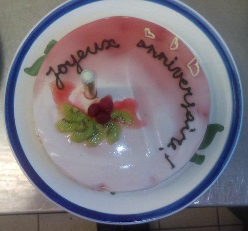 Foix, France: Un gateau fait maison - sans gelatine, donc vegetarien...