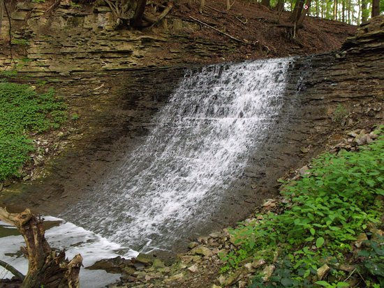 Ancaster, Canadá: Small falls above Tiffany falls