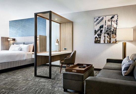 Del City, OK: Suite - Living Area