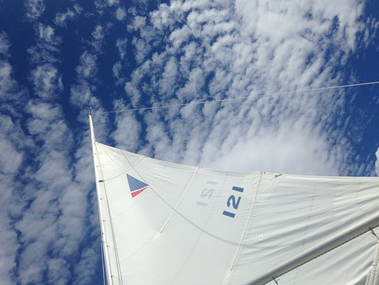 St. Peter's, Canadá: Beautiful skies over the sail...
