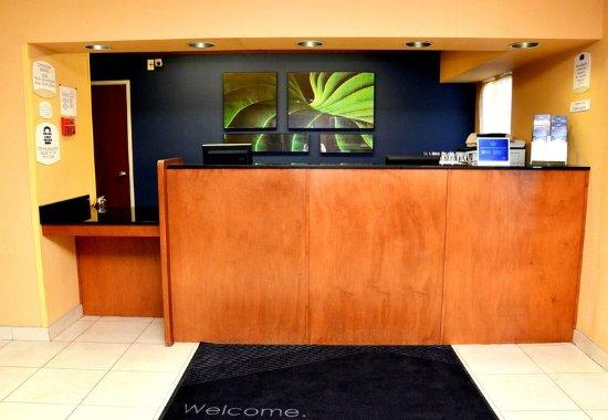 Fairfield Inn Kennewick: Front Desk