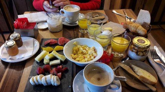 Fierro Hotel Buenos Aires: Increíble desayuno, completo, inimaginable, todo casero. Único.