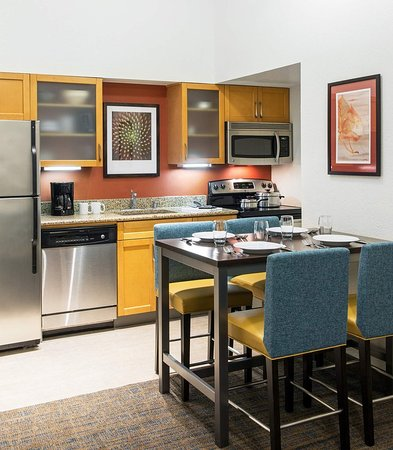 Placentia, CA: Family and Penthouse Suite - Kitchen