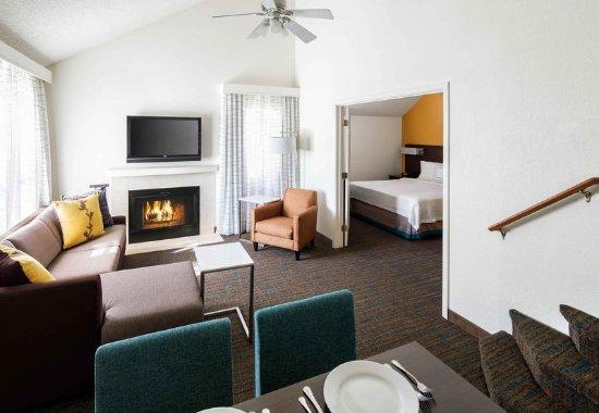 Placentia, CA: Penthouse Suite - Living Space