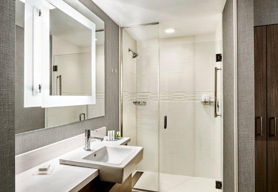 Coralville, IA: Guest Bathroom