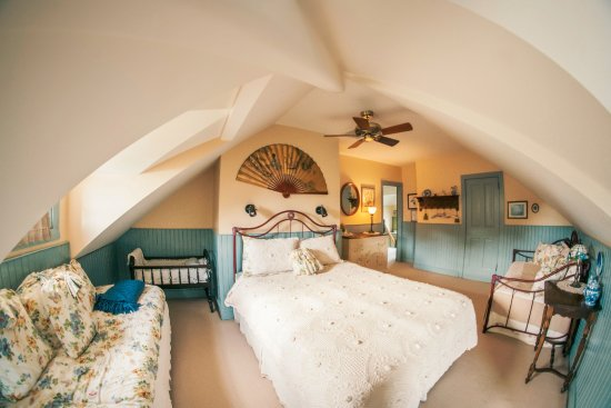 Easton, MD: Tilghman Island: Bedroom under unique ceiling with additional day beds for extra guests