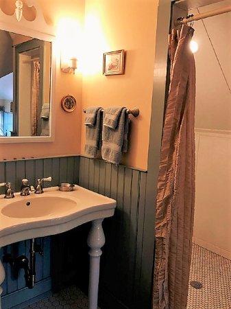Easton, MD: Tilghman Island Room: Bathroom sink & large walk-in shower.