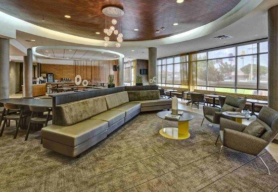Moore, Оклахома: Lobby