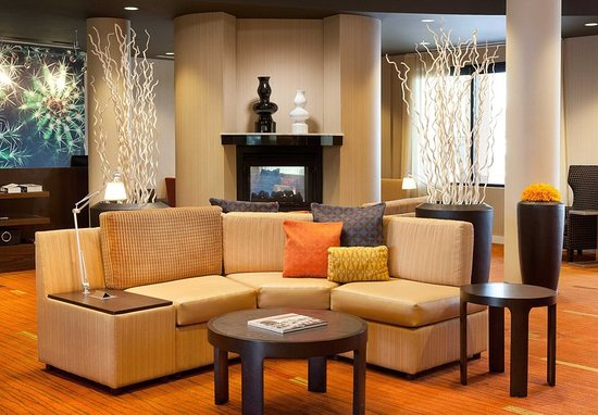 Lake Forest, CA: Lobby Sitting Area