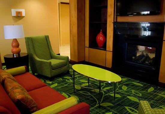 Bartlesville, Οκλαχόμα: Lobby Fireplace