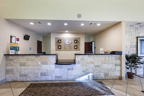 Comfort Suites San Antonio North Stone Oak: Front Desk