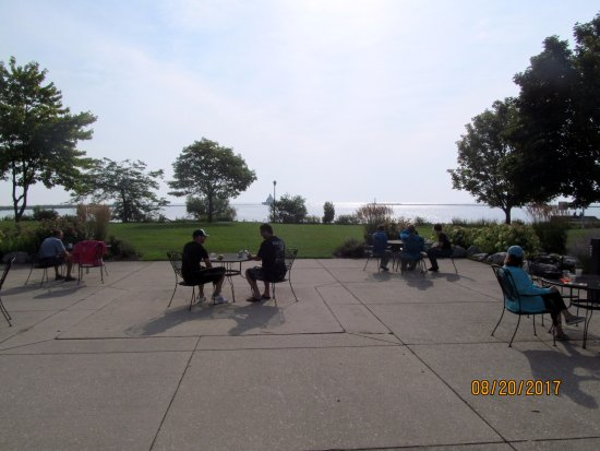 Manitowoc, WI: Some guests eat breakfast at tables outside overlooking Lake Michigan.
