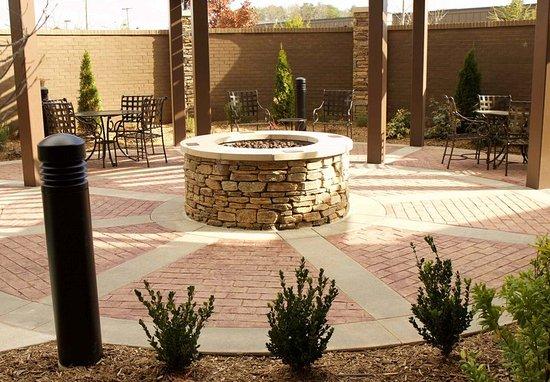 Arden, NC: Courtyard Patio