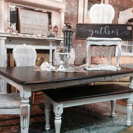 Trader Maes Furniture & Decor Market