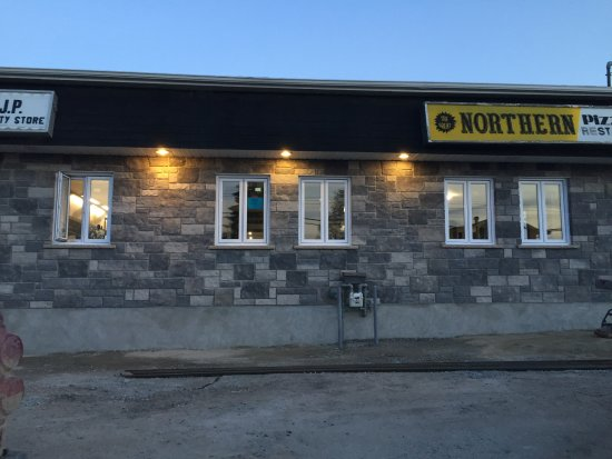 Kapuskasing, Canadá: Front of new restaurant signs havent been changed yet