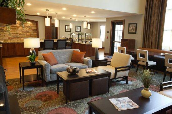Staybridge Suites: Houston Humble - Generation Pk Breakfast Bar