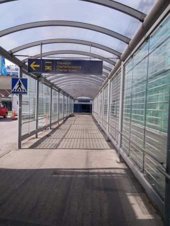 Vantaa, Finland: Passage from airport terminal to hotel