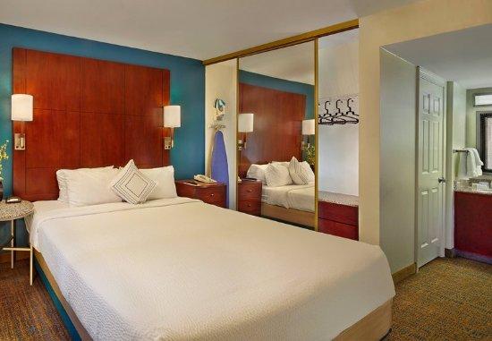 Tewksbury, MA: One-Bedroom Suite